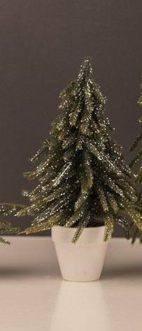 Juletræ i hvid potte. - Julen 2018 - Nørgaard Bolignyt & Vintage